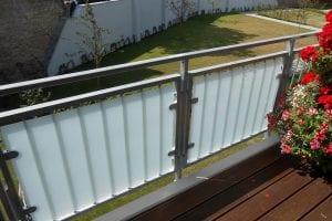 balkon-gelaender-mit-glas