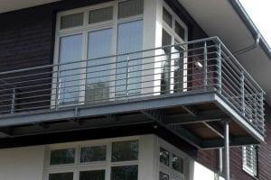 balkon-mit-stelze
