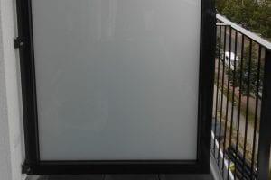 balkon-sichtschutzwand-milchglas