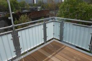 gelaender-glas-plattenbauten
