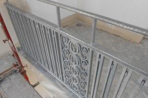 gelaender-mit-verzierung-an-balkon