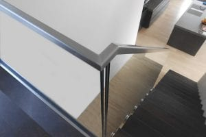 kueche-loft-treppe-glasgelaender